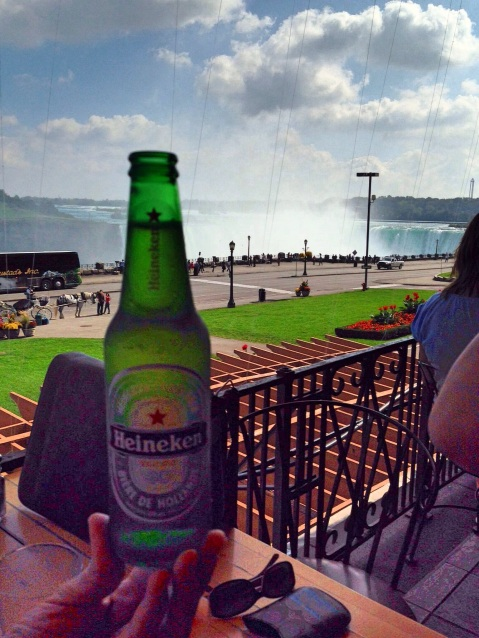 Niagara Falls - Beer with view